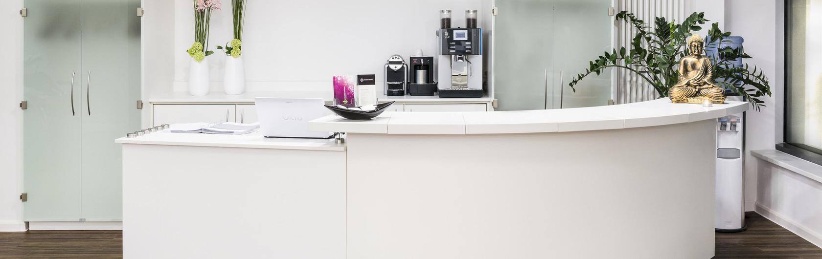die besten 25 n chster friseursalon ideen auf pinterest. Black Bedroom Furniture Sets. Home Design Ideas